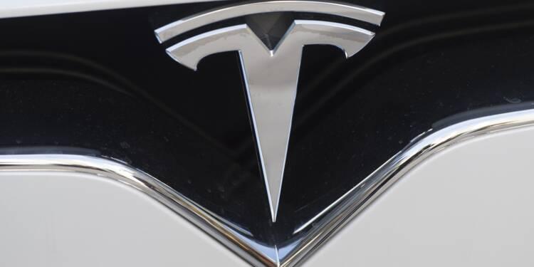 """Tesla joue son avenir avec la """"Model 3"""", sa voiture milieu de gamme"""