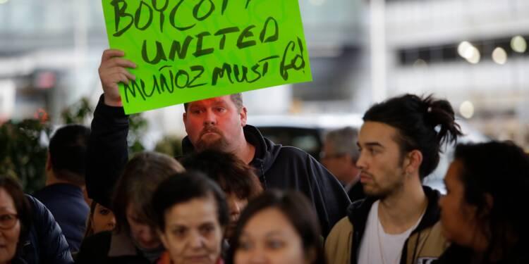 Passager expulsé: le PDG d'United Airlines ne démissionnera pas
