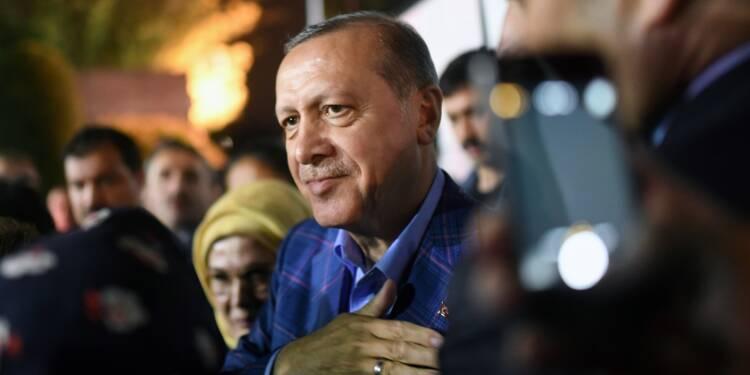 Référendum en Turquie: courte victoire d'Erdogan contestée par l'opposition
