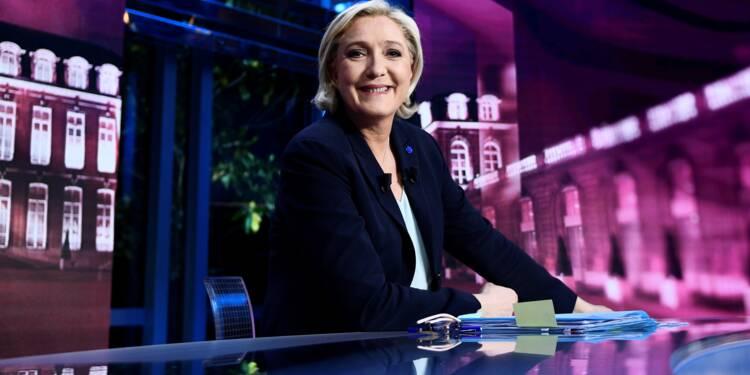 Le Pen à l'attaque sur le terrain, mise en garde de Hollande