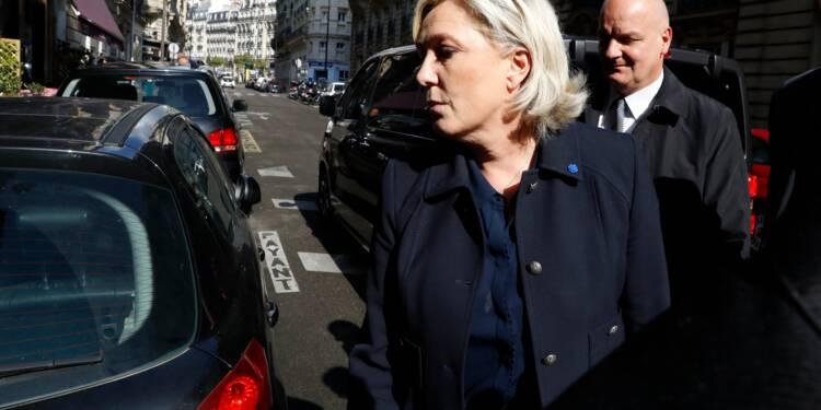 """Sortie de l'euro: Marine Le Pen récuse toute """"contradiction"""""""