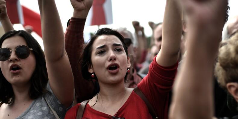 Grèce: défilés et grève contre de nouvelles coupes