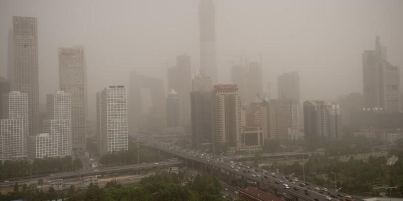 Pékin frappé par une tempête de sable, le trafic aérien perturbé