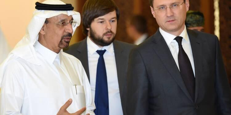 Pétrole: Moscou et Ryad veulent réduire l'offre de pétrole jusqu'en mars 2018