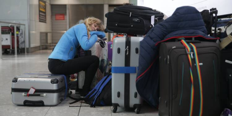 Londres: la panne chez British Airways continue de semer le chaos à Heathrow