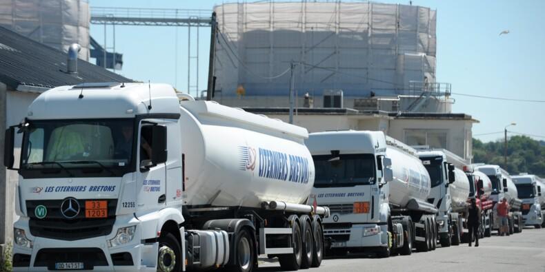 Routiers en grève: pas de négociation, ni de pénurie de carburants