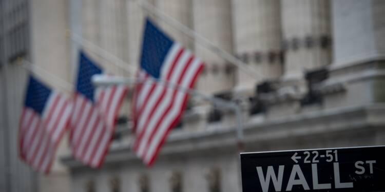Wall Street finit en légère baisse, indicateurs mitigés