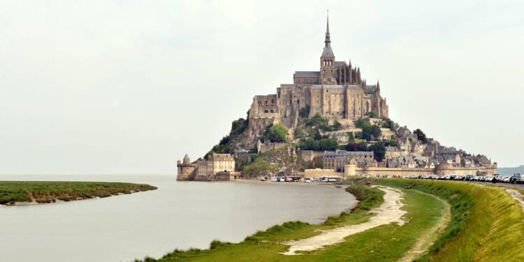 Le tourisme relève la tête en France, grâce à la météo et Emmanuel Macron