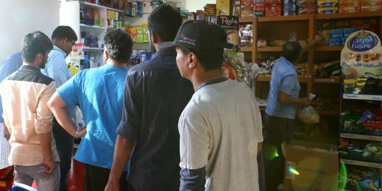 Au Qatar, des habitants paniqués se ruent sur les supermarchés