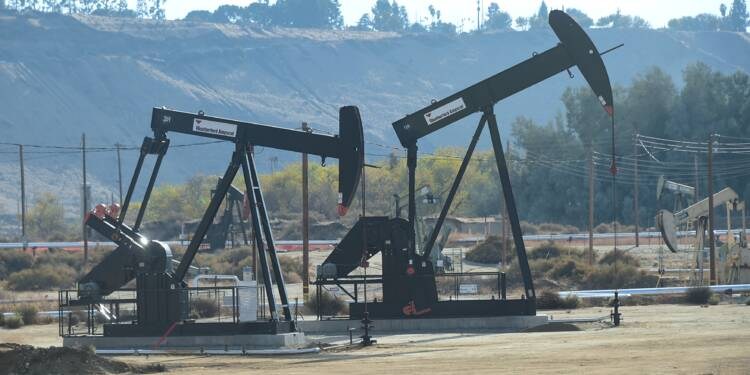 Le pétrole se reprend, la Russie discute d'une réduction de sa production