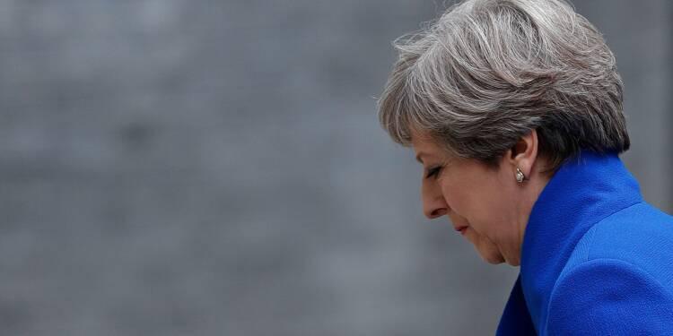 Brexit: l'exécutif britannique, chancelant, plonge dans des négociations historiques
