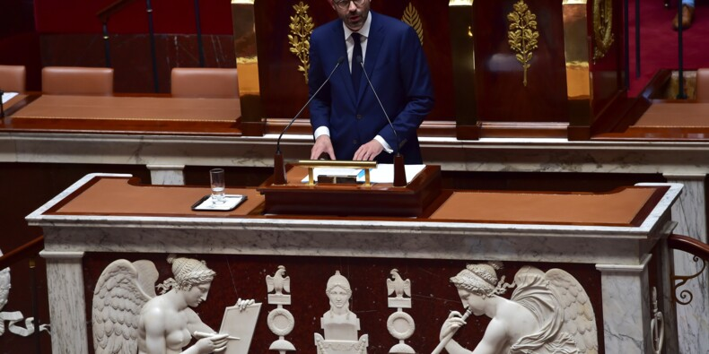 Le gouvernement reporte des réformes fiscales pour contenir le déficit