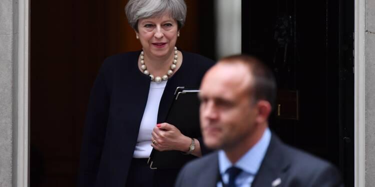 Theresa May: un an au pouvoir, le Brexit plus nébuleux que jamais