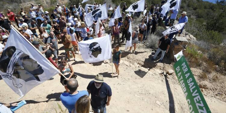 Corse: rassemblement pour la démolition des villas de Pierre Ferracci