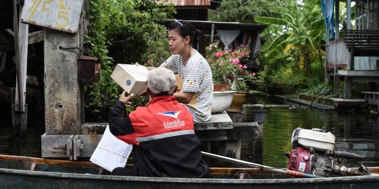 En Thaïlande, les derniers postiers à bateau