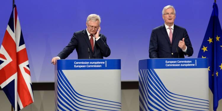 """Brexit: les Britanniques appellent l'UE à ne pas """"traîner des pieds"""""""