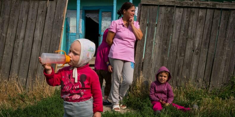 En Roumanie, une ONG apporte l'électricité aux plus pauvres