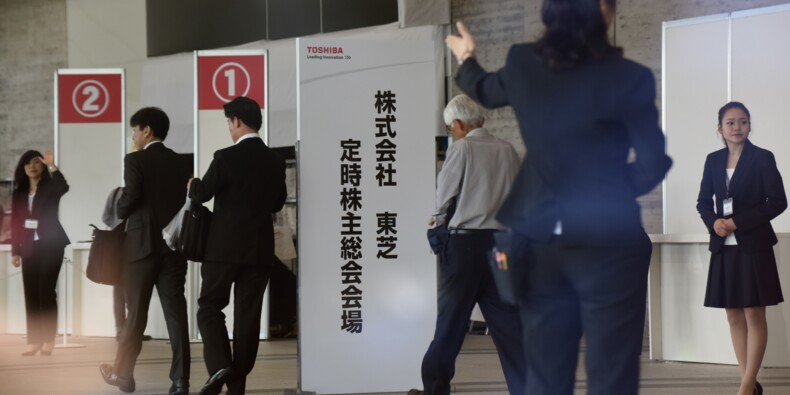 Toshiba convoque une assemblée générale des actionnaires pour approuver la cession de sa filiale de puces-mémoires