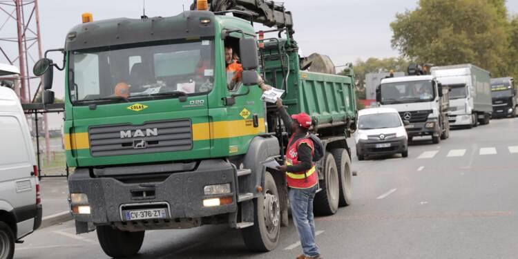 Réforme du travail: les routiers bloquent routes et dépôts pétroliers
