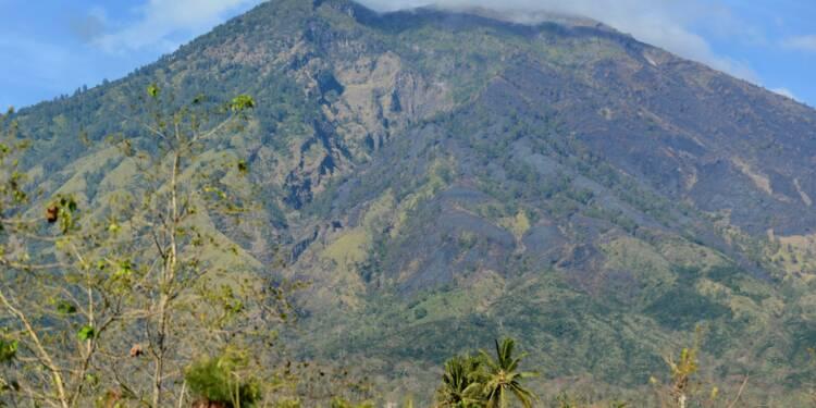 Tourisme à Bali: plan pour dérouter des avions en cas d'éruption d'un volcan