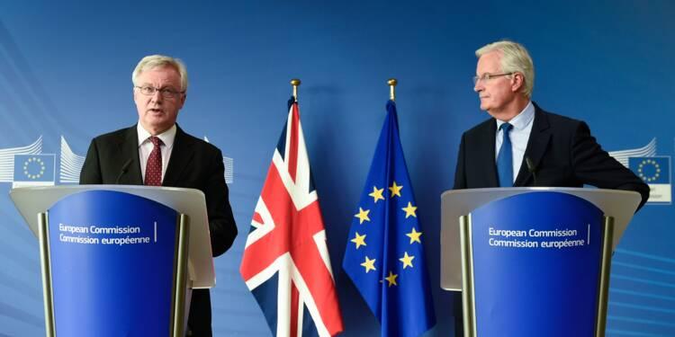 """Négociations du Brexit: une """"nouvelle dynamique"""" mais encore du travail à faire, selon Barnier"""