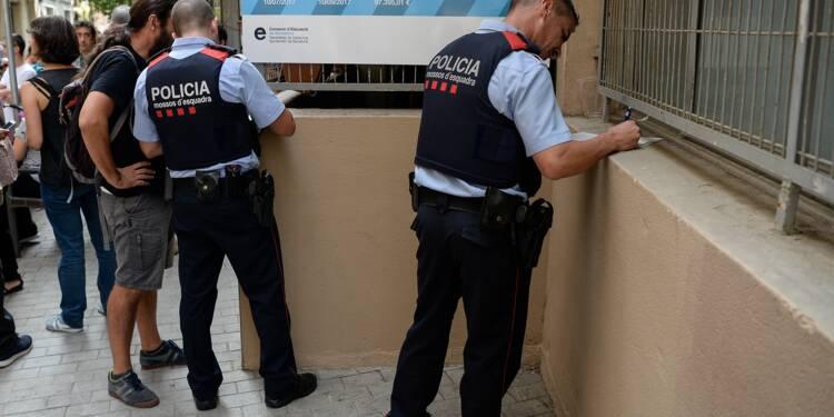 Catalogne : la police met les bureaux de vote sous scellés pour empêcher le référendum