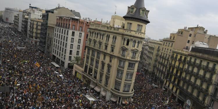 """A Barcelone, les Catalans défilent pour la """"rébellion pacifique"""""""