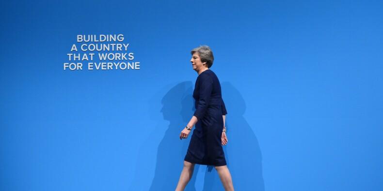 Theresa May, Première ministre en péril