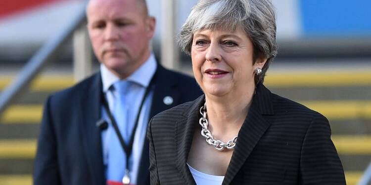 """Royaume-Uni: May va appeler son gouvernement divisé à se """"mettre au niveau"""""""