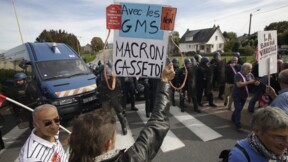 """La petite phrase de Macron sur ceux qui """"foutent le bordel"""" ne passe pas"""