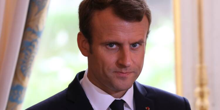 """Bordel"": face à la polémique, Macron ""assume"" le fond, déplore la forme"