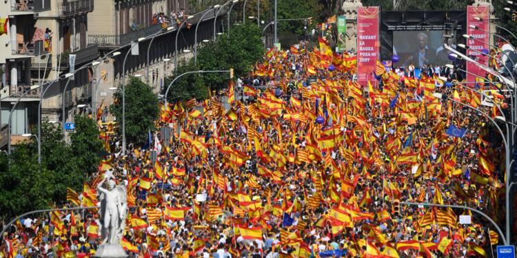 Catalogne : 350.000 personnes à la manifestation anti-indépendantiste de Barcelone