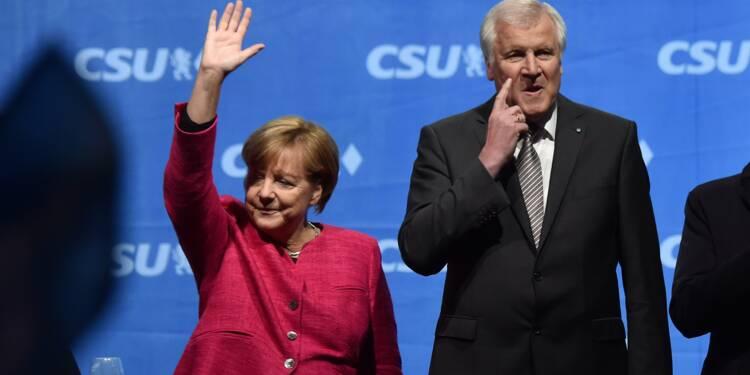 Allemagne: Merkel attaquée sur sa droite après les élections
