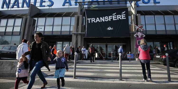 """Rassemblement devant l'aéroport de Nantes pour exiger son """"déménagement"""" à ND-des-Landes"""
