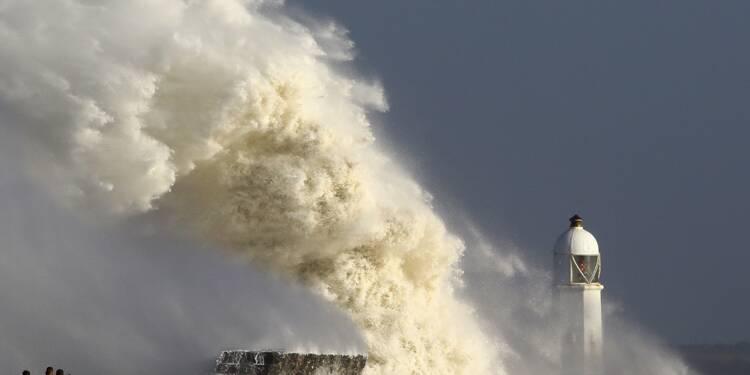 La tempête Ophelia fait trois morts en Irlande