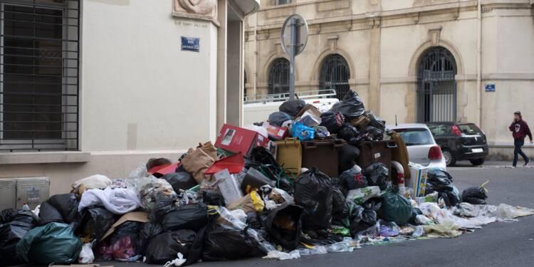 Poubelles à Marseille: la société Derichebourg dénonce des violences, les syndicats démentent