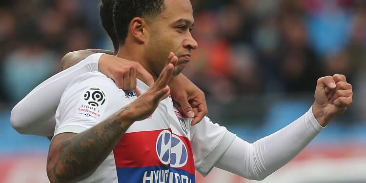 Ligue 1: un triplé de Depay rapproche Lyon du podium