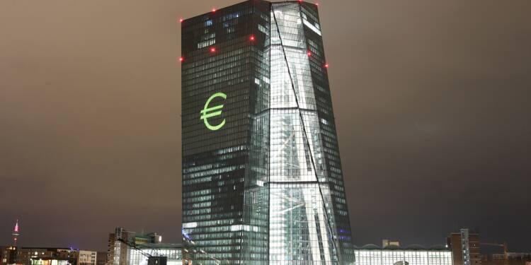 La BCE réduit de moitié ses rachats de dette à partir de janvier