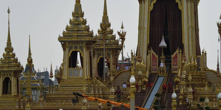 Thaïlande: funérailles royales grandioses orchestrées par la junte