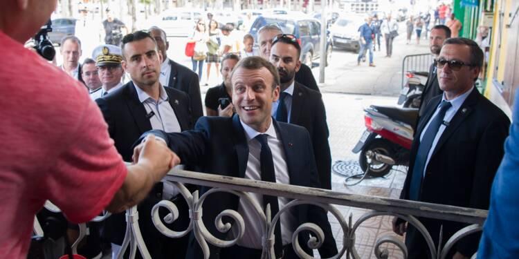 """Fin de la visite en Guyane de Macron, prêt à des """"aménagements constitutionnels"""" outre-mer"""