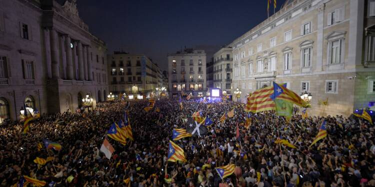 La Catalogne se réveille sous tutelle, dans une Espagne déchirée