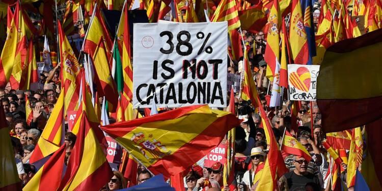 """""""Pas de république catalane"""", crie une foule en colère à Barcelone"""