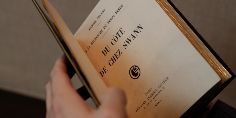 """Une édition rarissime de """"Du côté de chez Swann"""" aux enchères à Paris"""