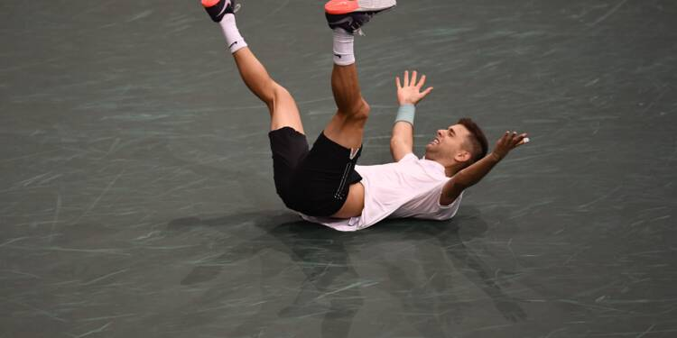 Tennis: le qualifié Krajinovic en finale en surprenant Isner à Paris-Bercy