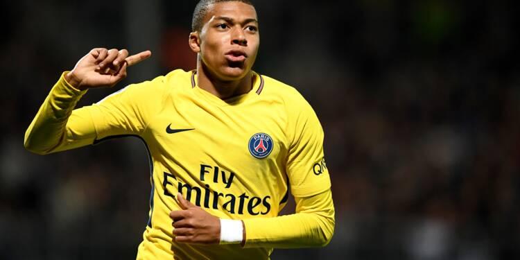 Ligue 1: le PSG surclasse Angers (5-0), doublés de Cavani et Mbappé