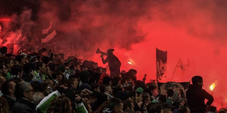 Ligue 1: Saint-Etienne-Lyon interrompu après un envahissement de terrain à la 85e minute