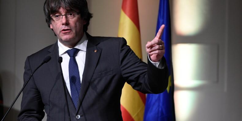 """Puigdemont interpelle l'UE et dénonce un """"coup d'Etat"""" contre la Catalogne"""
