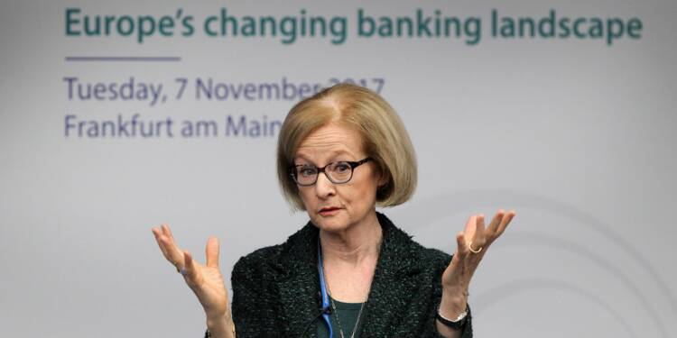 """Banques: le superviseur européen """"aimerait voir des fusions"""""""