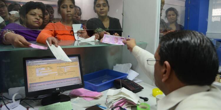 Inde: un an après la démonétisation, le cash de nouveau roi