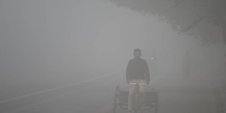 Indiens et Pakistanais suffoquent dans un brouillard de pollution